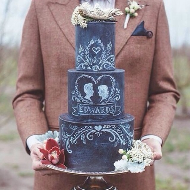 Wow, we have seen our share of amazing chalkboard details, but this literally takes the cake! Have a sweet night! #amazing #weddingcake
